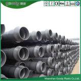 Instalación de tuberías plástica de agua del PVC del tubo de UPVC