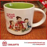 Caneca de café cerâmica gravada para o presente da promoção