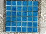 混合された青い氷のひびの陶磁器のプールのモザイク・タイル