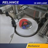 O enchimento do reservatório de óleo essencial e máquina de nivelamento