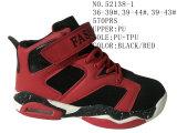 Trois chaussures de basket-ball de taille de l'unité centrale deux de couleurs