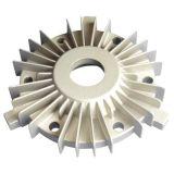 Части горячей алюминиевой заливки формы подвергая механической обработке