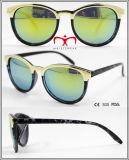 Gafas de sol de venta de moda y caliente de plástico con decoración de metal (WSP601534)