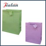 Saco de vestuários de papel feito sob encomenda impresso de Pantone cor contínua para mulheres