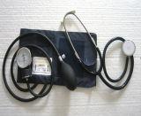 Jogo econômico do Sphygmomanometer aneróide com estetoscópio