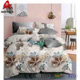 De bloem drukte het Dekbed van de Polyester van 100% voor het Gebruik dat van de Slaapkamer wordt geplaatst af