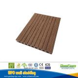 En el exterior de madera cubiertas de plástico compuesto de placas cubiertas de piscina WPC suelos de parqué de madera