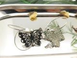 模造銀が付いている蝶形の銅シートの妖精円のイヤリング