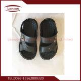 Verwendete Schuhe der afrikanischen Exportkinder