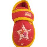 Теплый малыш ягнится ботинки