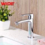 クロムデッキによって取付けられる水栓で磨かれる浴室の洗面器の混合弁