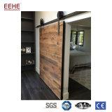 Granaio di legno interno contemporaneo/portello Pocket per il progetto