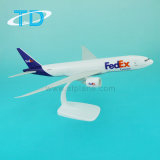 Modelo de los aviones del 1:200 los 32cm Fedsx de Boeing B777f con el plástico