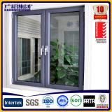 여닫이 창 Windows 셔터 키를 가진 그리고 건축하는 잎에서