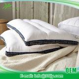 漂白されたベストのスリープの状態である枕が付いている競争の綿