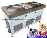 単一の円形鍋によって揚げられているアイスクリーム機械