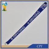 Einfache blaue Abzuglinie mit dem weißen Firmenzeichen gedruckt für Kartenhalter