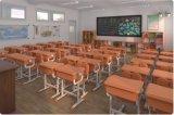Mesa nova da escola e mesa das crianças da cadeira e jogo da cadeira