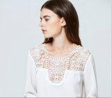 サイズの女性とClothing 2017年の広州の衣類の工場女性の白く長い袖の軽くて柔らかいレースのブラウス