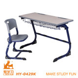Estudo da escola da tabela e da cadeira da sala de aula do dobro da mobília de escola