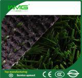 L'erba artificiale mette in mostra l'erba di gioco del calcio della pavimentazione