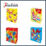 Feste Pantone Farben-kundenspezifischer preiswerter Papiergeschenk-Beutel mit Hangtags