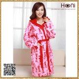 Новейшая конструкция оптовой халат дизайн дамы пижама