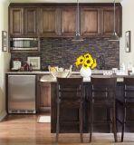 Gabinetes de cozinha rústicos da madeira contínua da noz