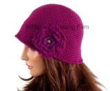 Изготовленный на заказ Beanie берета женщин шлема Cloche вязания крючком руки с цветком