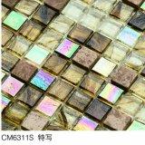 こはく色のガラスモザイク床のタイル