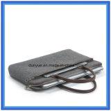 Laptop van de Fabriek van de douane de Milieuvriendelijke Wol Gevoelde Zak van het Handvat, de Aangepaste Zachte Laptop Zak van de Hand/de Zak van de Totalisator met het Comfortabele Handvat van het Leer