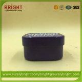 Lo stagno quadrato colorato verniciato di figura esamina in controluce la decorazione per la fabbricazione della candela
