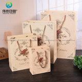 Papier kraft blanc Jewellry sacs-cadeaux d'emballage imprimé avec la poignée pour la nouvelle année