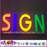 Carta de canal de acrílico com iluminação e assinar a Carta ao ar livre