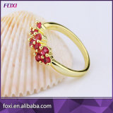小さい金張りのシンプルな設計の女性指リング