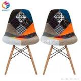 木フレームの食堂のためのプラスチックシートのEamesの椅子