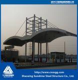 Светлая рамка стальной структуры для здания