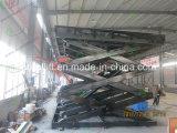 De hydraulische lift van de schaarauto met draaischijf