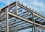 Almacén del metal de la estructura de acero con la puerta del revestimiento y del rodillo