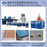 Forro de PVC e painéis de parede fazendo a máquina