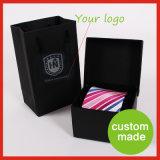 卸し売りデザインカスタムロゴの人の首のタイのギフト用の箱のペーパーボール紙のネクタイは正方形を囲む