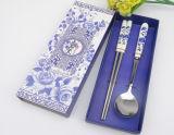 Insieme di ceramica del cucchiaio e della bacchette dell'acciaio inossidabile della maniglia di disegno elegante