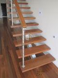 Paso de progresión de la escalera de madera de las escaleras/de madera sólida