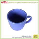 A cafeína usa a melão de cor sólida caneca de café