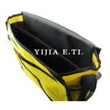 Bolso amarillo del mensajero del color con la correa de hombro negra de las correas