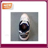 新しい方法コオロギはスポーツの靴に蹄鉄を打つ