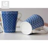 Tazza di caffè di ceramica della tazza di tè di stampa della decalcomania di forma di v della stretta 11oz della mano