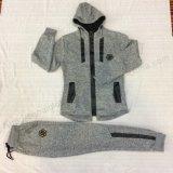 소년 Tracksuit는 아이들 한 벌에서 입어 아이를 위한 옷을 스퀘어이라고 놓는다
