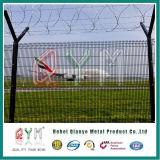 Barriera di sicurezza dell'aeroporto con la barriera di sicurezza dell'alberino del filo/Y