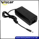 Schwarzer PC 60W elektrisches Auto-Energien-Adapter